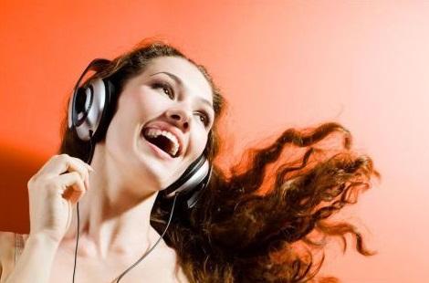 智能多样化的音效,再挑剔的双耳也能满足。音波会随着不同的歌产生不同的动态变化和艳丽的的色调,实时体现音乐的波谱,帮助用户感受超高音质带来的效果