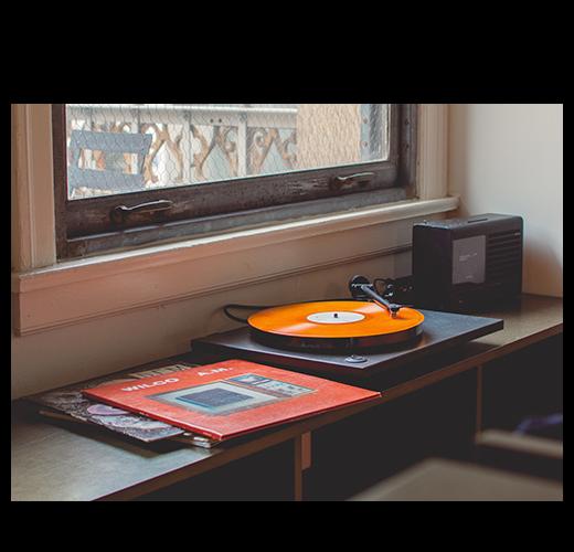 酷我音乐盒下载版现有曲库2000万,与100余家公司签署独家代理版权,500余家唱片公司有合作关系。2018年底无损曲库可达到1000万以上,覆盖曲库的一半。此外,酷我最新上线母带音频资源,为国内首家~