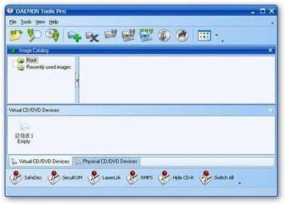 """1、在本站下载Daemon Tools lite(虚拟光驱)安装包,在电脑本地得到一个压缩包,使用360压缩软甲解压后,双击.exe文件进入软件安装界面,选择你的许可证类型""""包含广告的免费许可"""",""""付费个人许可""""。"""